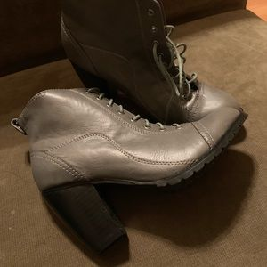 Deena & Ozzy Women's Booties Gray 8 NWOT